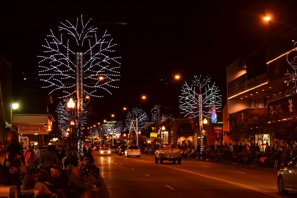 people lining the street in Gatlinburg before the Christmas parade