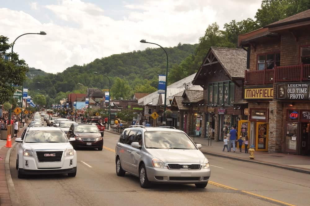 The top 6 free things to do in gatlinburg tn for Park side cabin rentals gatlinburg tn