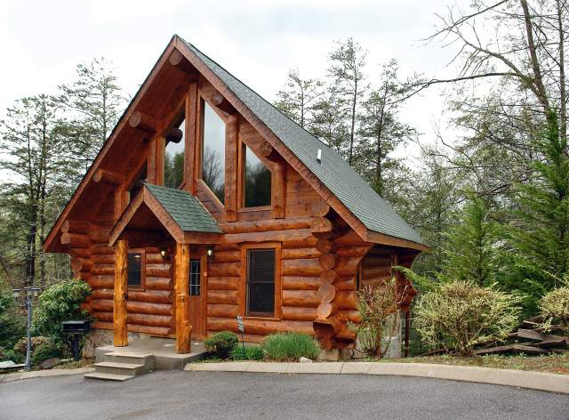 the outside of a true log cabin in Gatlinburg TN