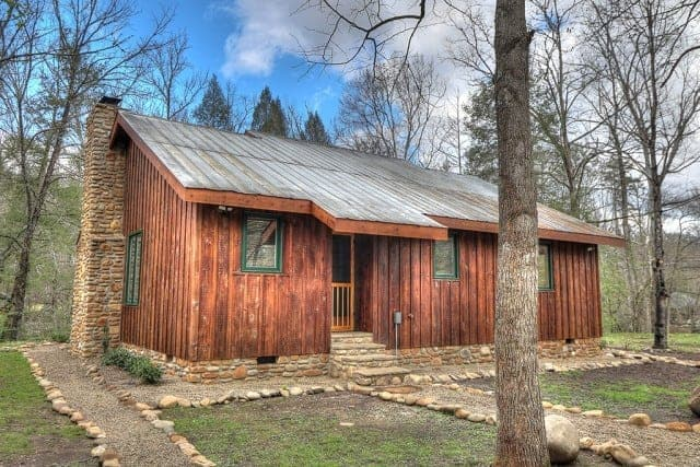2 Bedroom Cabins In Gatlinburg That Are Perfect For Your Vacation